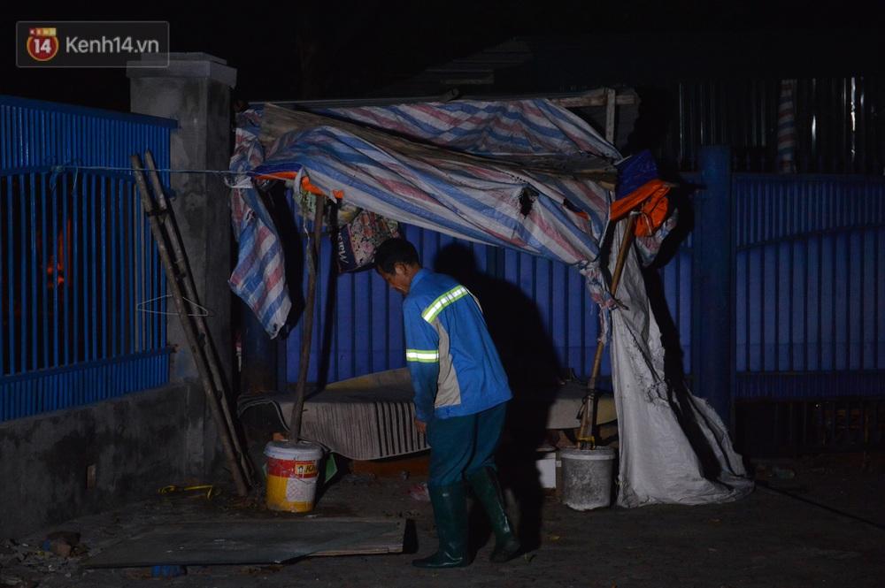Nước mắt những công nhân thu gom rác bị nợ lương ở Hà Nội: Con nhỏ nghỉ học vì xấu hổ, người bị cụt chân mò mẫm trong rác - Ảnh 16.