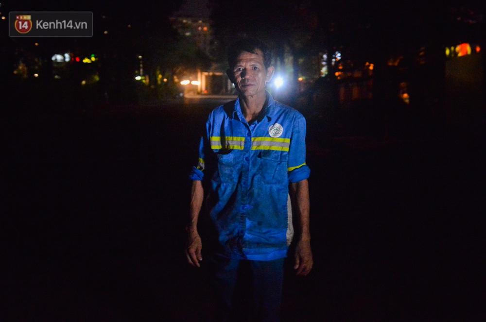 Nước mắt những công nhân thu gom rác bị nợ lương ở Hà Nội: Con nhỏ nghỉ học vì xấu hổ, người bị cụt chân mò mẫm trong rác - Ảnh 15.
