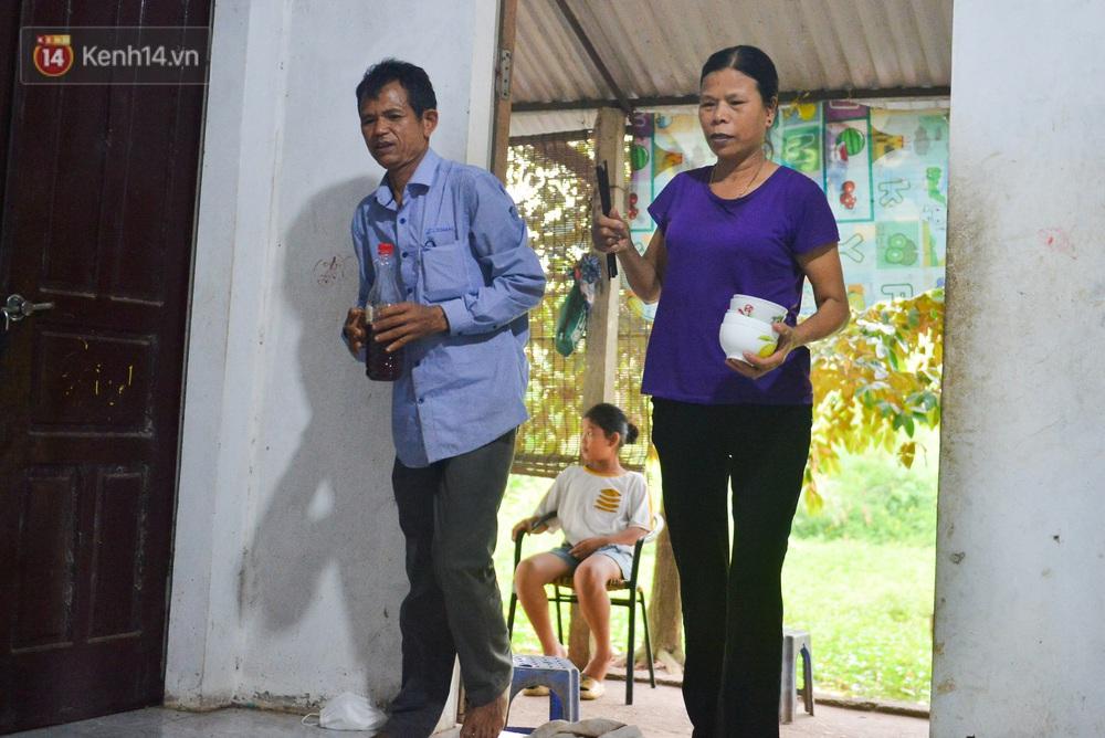Nước mắt những công nhân thu gom rác bị nợ lương ở Hà Nội: Con nhỏ nghỉ học vì xấu hổ, người bị cụt chân mò mẫm trong rác - Ảnh 24.