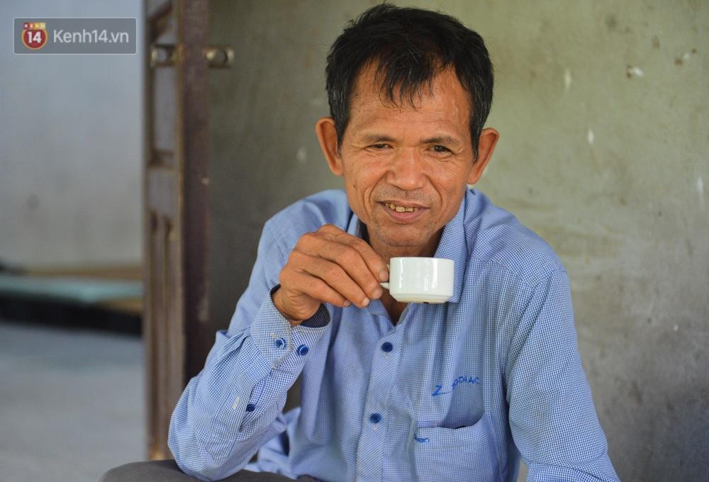 Nước mắt những công nhân thu gom rác bị nợ lương ở Hà Nội: Con nhỏ nghỉ học vì xấu hổ, người bị cụt chân mò mẫm trong rác - Ảnh 27.