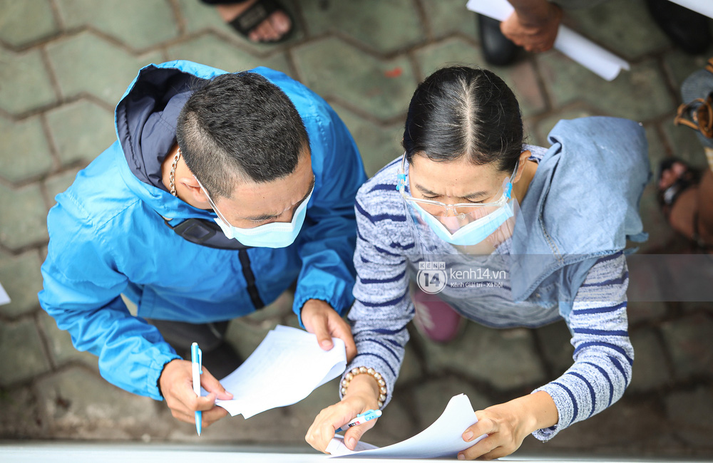 Ảnh, clip: Hơn 9.000 người tại TP.HCM đến Nhà thi đấu Phú Thọ chờ tiêm vaccine COVID-19 - Ảnh 9.