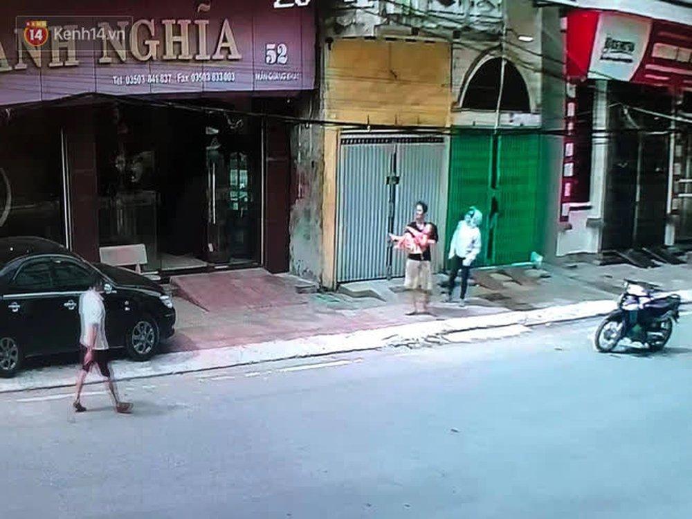 Người đàn ông đi xe đạp kể lại khoảnh khắc cứu sống bé gái rơi từ tầng 2: Giây phút cứu cháu bé, tôi đã coi cháu là con mình - Ảnh 3.