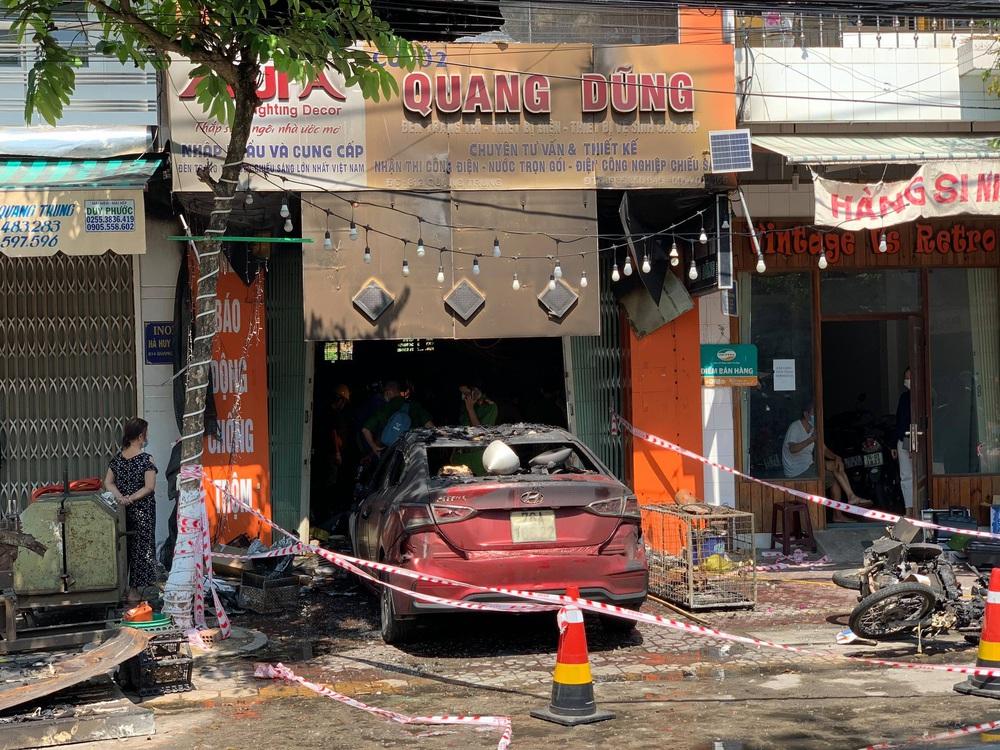 Ảnh: Hiện trường kinh hoàng vụ cháy tiệm bán đồ điện khiến cả gia đình 4 người chết thảm - Ảnh 4.