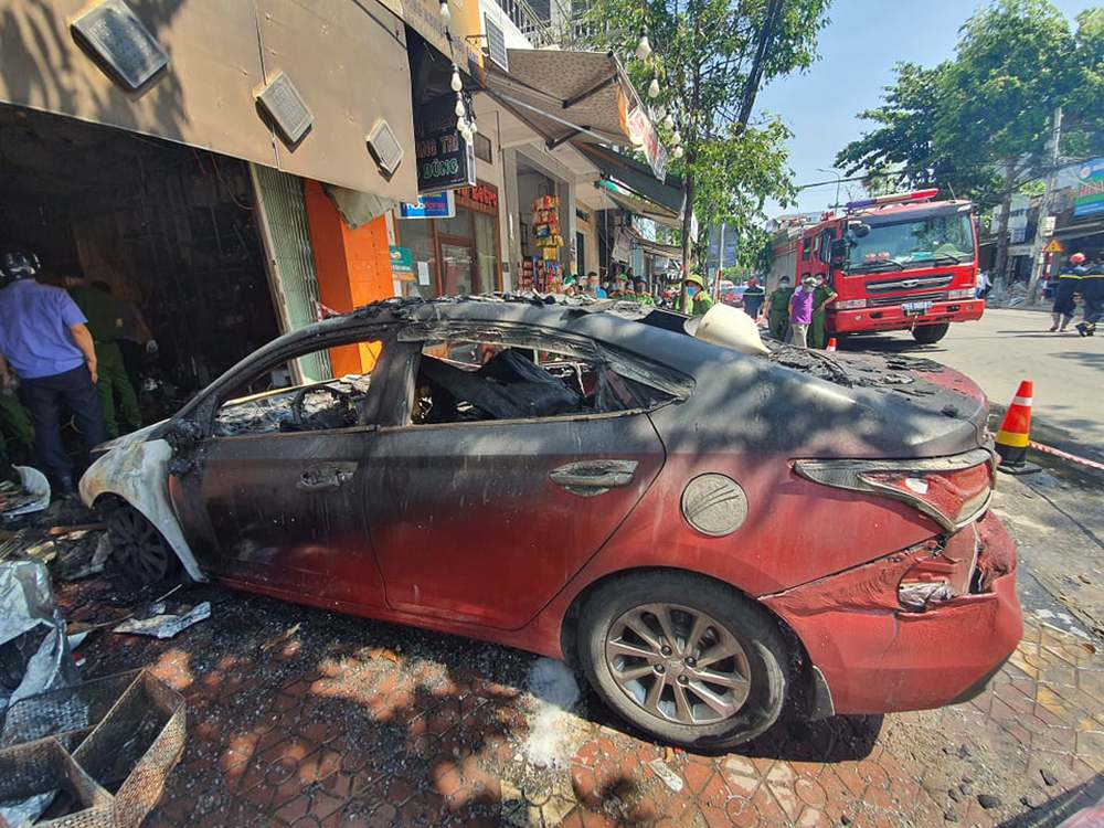 Ảnh: Hiện trường kinh hoàng vụ cháy tiệm bán đồ điện khiến cả gia đình 4 người chết thảm - Ảnh 7.