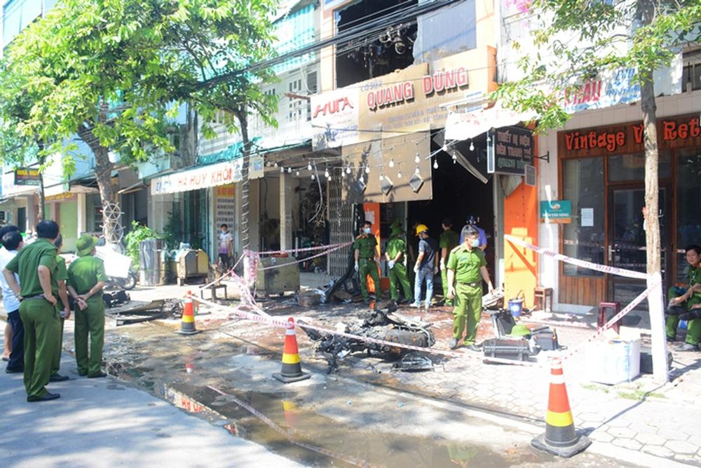 Ảnh: Hiện trường kinh hoàng vụ cháy tiệm bán đồ điện khiến cả gia đình 4 người chết thảm - Ảnh 1.