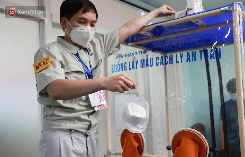 Cận cảnh buồng lấy mẫu xét nghiệm Covid-19 di động: Chi phí chỉ 10 triệu, giúp nhân viên y tế thoát khỏi đồ bảo hộ - Ảnh 3.