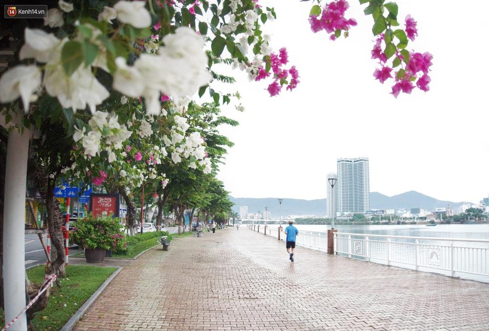 Ảnh: Nhịp sống Đà Nẵng ngày đầu tiên nới lỏng giãn cách - Ảnh 17.