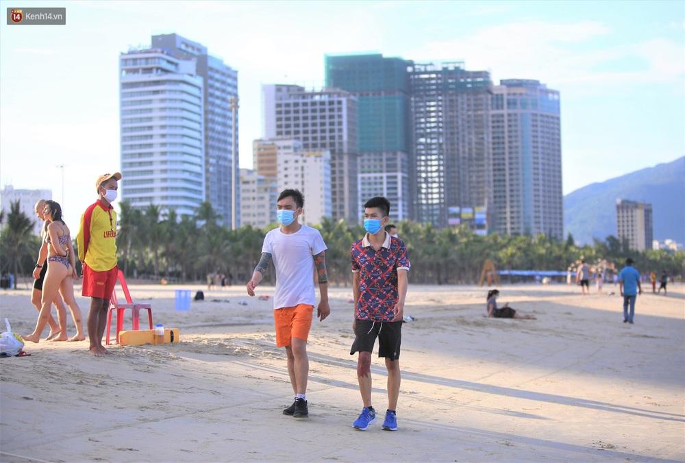 Ảnh: Nhịp sống Đà Nẵng ngày đầu tiên nới lỏng giãn cách - Ảnh 15.