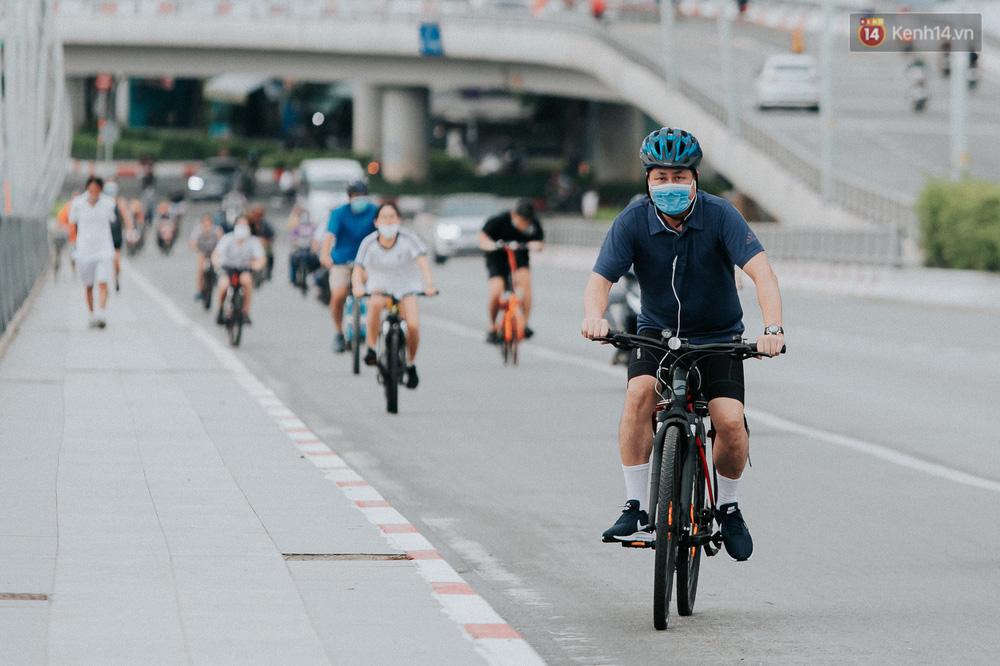 Chuyện không tưởng: Người Sài Gòn đang có trào lưu chạy xe đạp bạc triệu giữa mùa dịch, đầu tư không kém mấy tay đua ở Tour de France - Ảnh 1.