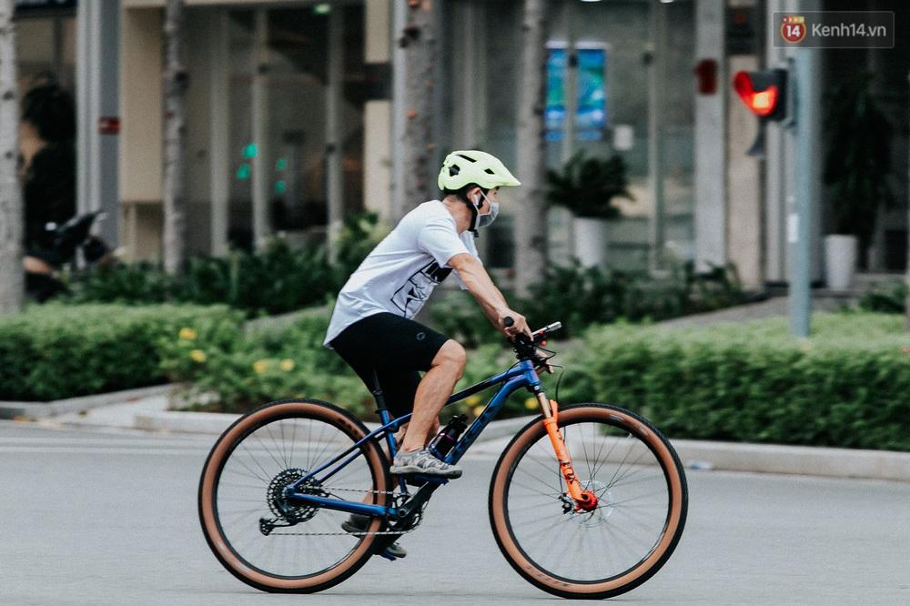 Chuyện không tưởng: Người Sài Gòn đang có trào lưu chạy xe đạp bạc triệu giữa mùa dịch, đầu tư không kém mấy tay đua ở Tour de France - Ảnh 28.