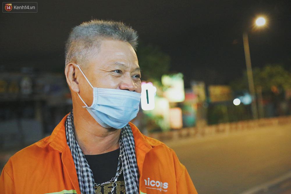 Người vô gia cư lay lắt trong đêm đầu Sài Gòn giãn cách: Con không có nhà, tối con ra Cầu Mống mà ngủ - Ảnh 7.