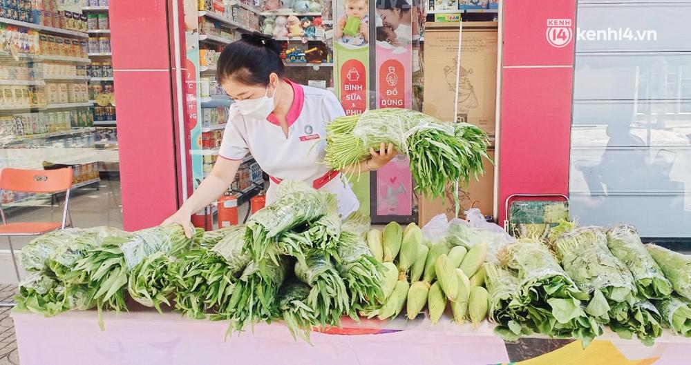 TP.HCM: Cửa hàng Con Cưng bắt đầu bán rau củ, người dân thấy giá bình dân nên mua luôn - Ảnh 10.