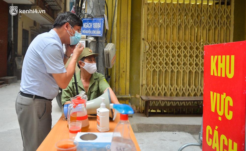 Hà Nội: Phong toả con ngõ tại quận Đống Đa, đưa ca bệnh từ F1 trở thành F0 đi cách ly - Ảnh 7.