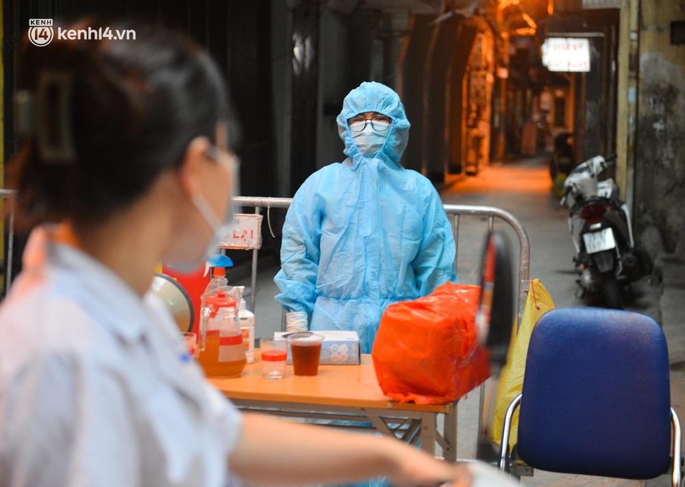 Hà Nội: Phong toả con ngõ tại quận Đống Đa, đưa ca bệnh từ F1 trở thành F0 đi cách ly - Ảnh 3.
