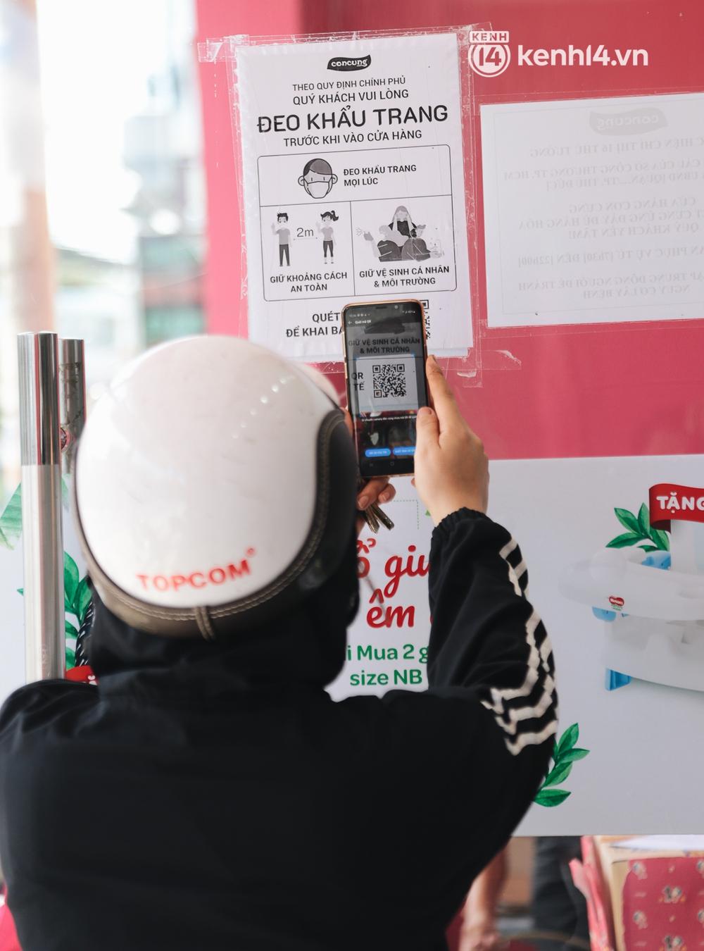 TP.HCM: Cửa hàng Con Cưng bắt đầu bán rau củ, người dân thấy giá bình dân nên mua luôn - Ảnh 5.