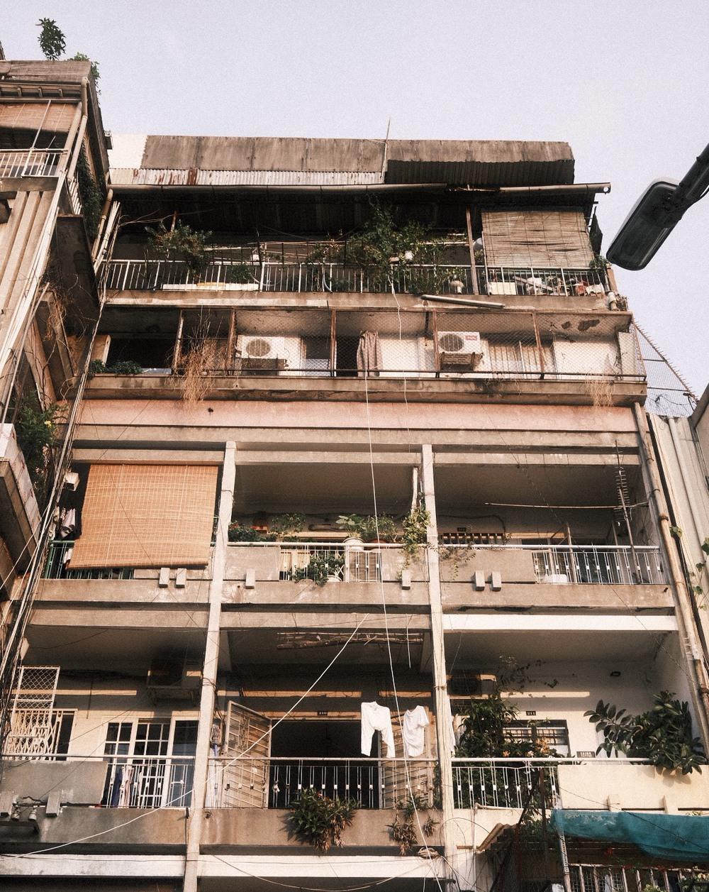 Chàng thợ xăm cải tạo chung cư cũ với 300 triệu, diện tích chỉ 30m2 nhưng nhìn ảnh before - after vẫn thấy trầm trồ - Ảnh 2.