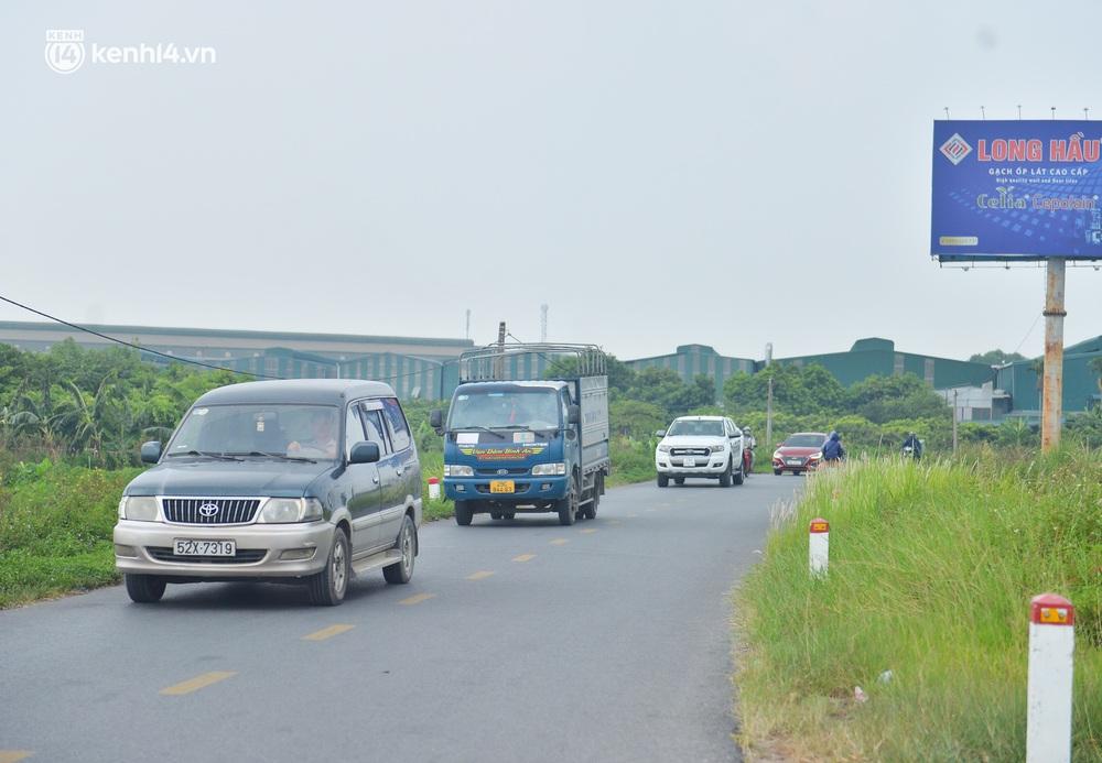 Ảnh: Ùn tắc kinh hoàng ở chốt cao tốc Pháp Vân - Cầu Giẽ, tài xế mệt mỏi vì đợi 2 tiếng chưa vào được Thủ đô - Ảnh 14.