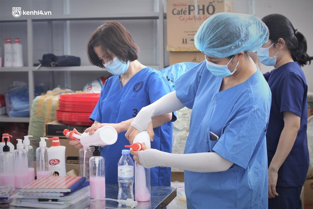 Ảnh: Cận cảnh Bệnh viện dã chiến số 1 điều trị bệnh nhân COVID-19 ở Đà Nẵng - Ảnh 22.