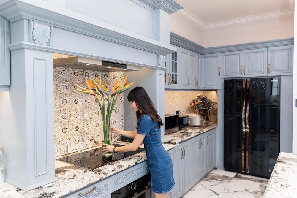 Vợ Đăng Khôi khoe căn bếp style châu Âu trong biệt thự 2 triệu đô, chọn toàn vật liệu thượng lưu ngắm thấy mê  - Ảnh 5.