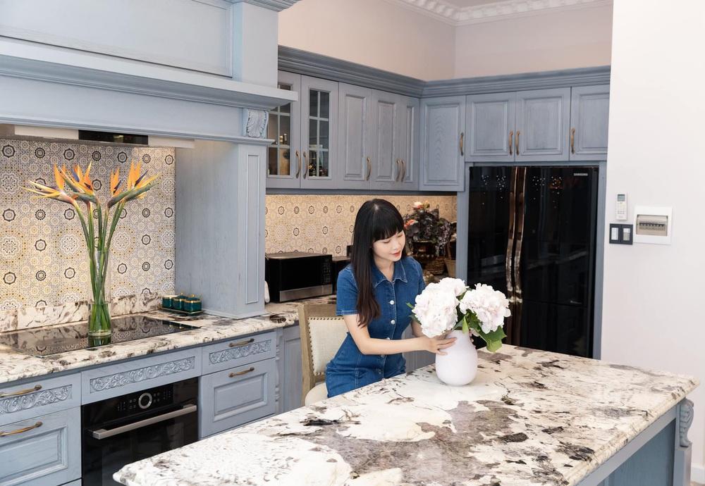 Vợ Đăng Khôi khoe căn bếp style châu Âu trong biệt thự 2 triệu đô, chọn toàn vật liệu thượng lưu ngắm thấy mê  - Ảnh 7.