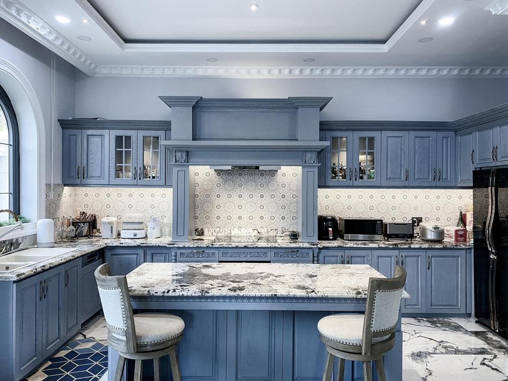 Vợ Đăng Khôi khoe căn bếp style châu Âu trong biệt thự 2 triệu đô, chọn toàn vật liệu thượng lưu ngắm thấy mê  - Ảnh 1.