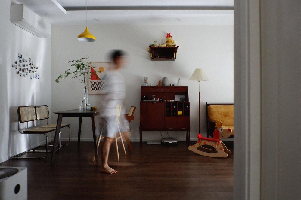 Căn hộ 76m2 với toàn đồ nội thất hàng tuyển: Combo đèn Caprani và ghế Poang vừa chill vừa art - Ảnh 3.