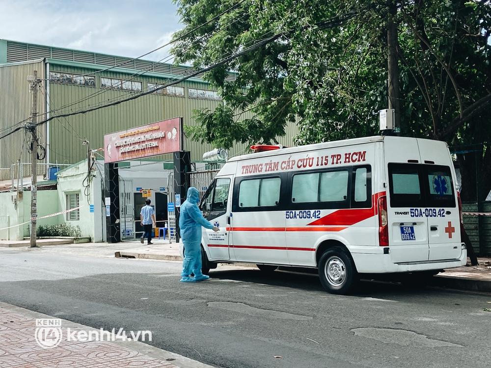 Cận cảnh khu điều trị Covid-19 trên sân bóng đá đầu tiên ở Sài Gòn vừa chính thức đón F0 - Ảnh 2.