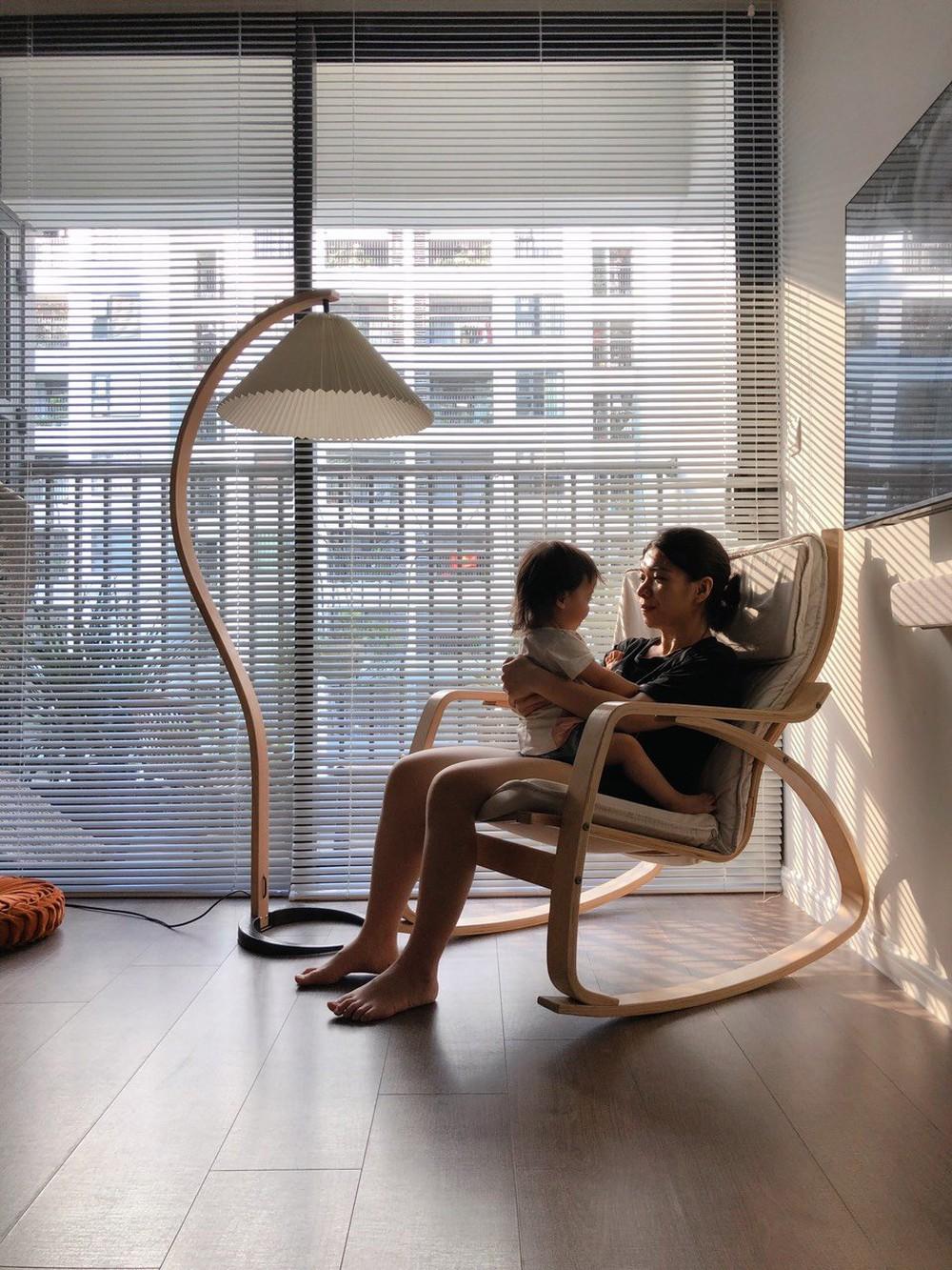 Căn hộ 76m2 với toàn đồ nội thất hàng tuyển: Combo đèn Caprani và ghế Poang vừa chill vừa art - Ảnh 7.