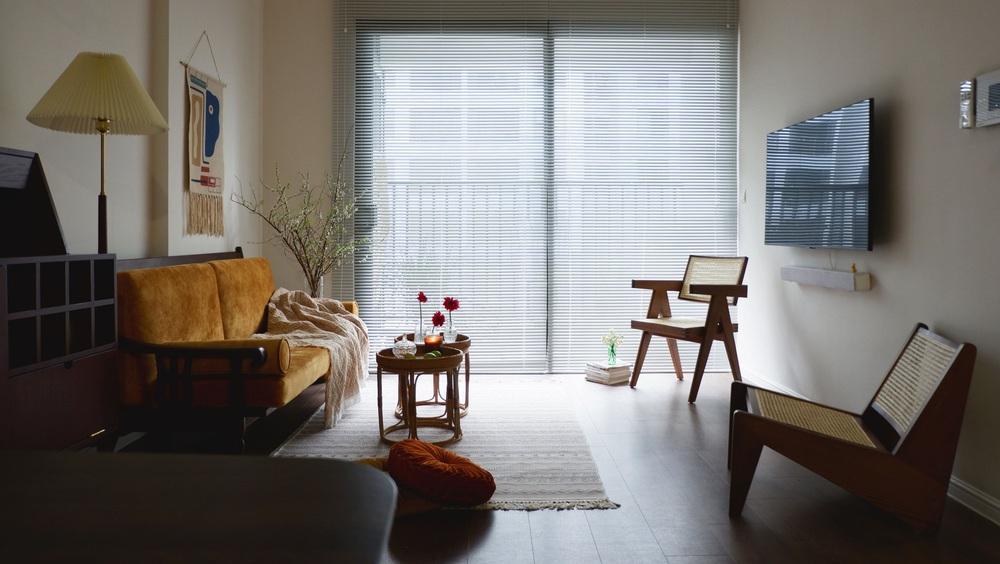 Căn hộ 76m2 với toàn đồ nội thất hàng tuyển: Combo đèn Caprani và ghế Poang vừa chill vừa art - Ảnh 2.
