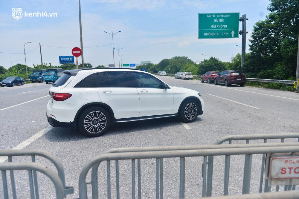 Hà Nội: Chốt kiểm dịch cầu Phù Đổng thông thoáng, nhiều tài xế xe đường dài phải ăn mì tôm 2 ngày chờ qua chốt - Ảnh 5.