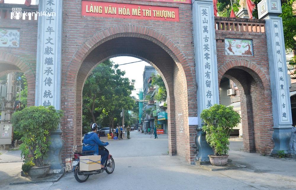 Ảnh: Lập chốt tại các làng ở quận Nam Từ Liêm, người dân ra ngoài không cần thiết sẽ bị xử phạt - Ảnh 8.