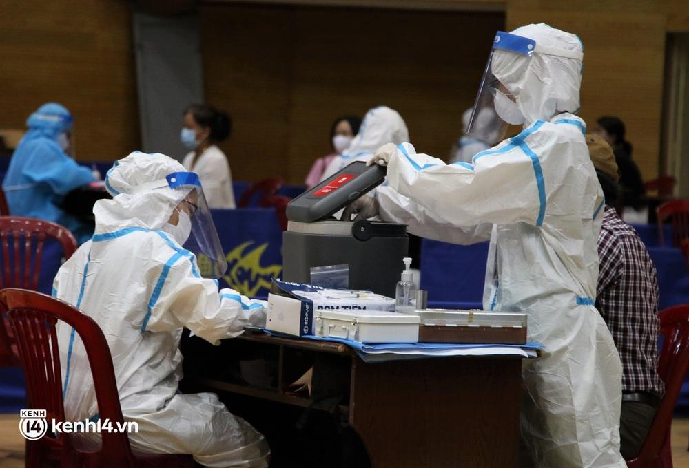 Ảnh: Đà Nẵng lần đầu triển khai tiêm vaccine ngừa Covid-19 cho người dân với quy mô lớn - Ảnh 10.