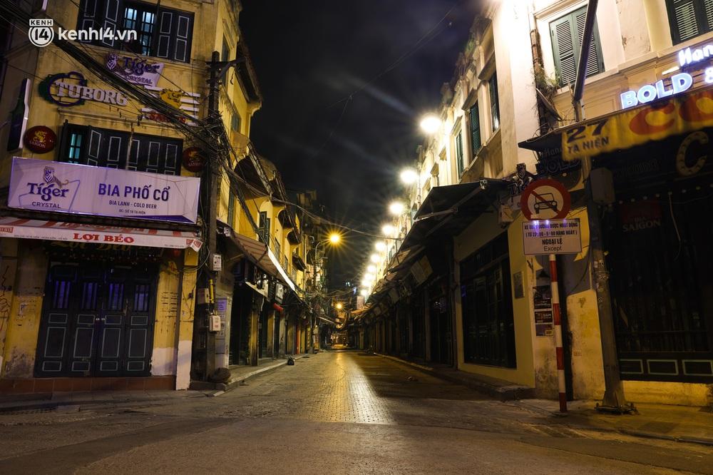 Ảnh: Đêm Hà Nội vắng hơn Tết, đường phố không một bóng người trong những ngày giãn cách xã hội - Ảnh 14.