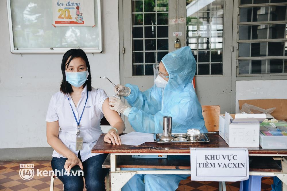 Thần tốc tiêm vaccine đại trà cho người dân ở TP.HCM  - Ảnh 7.