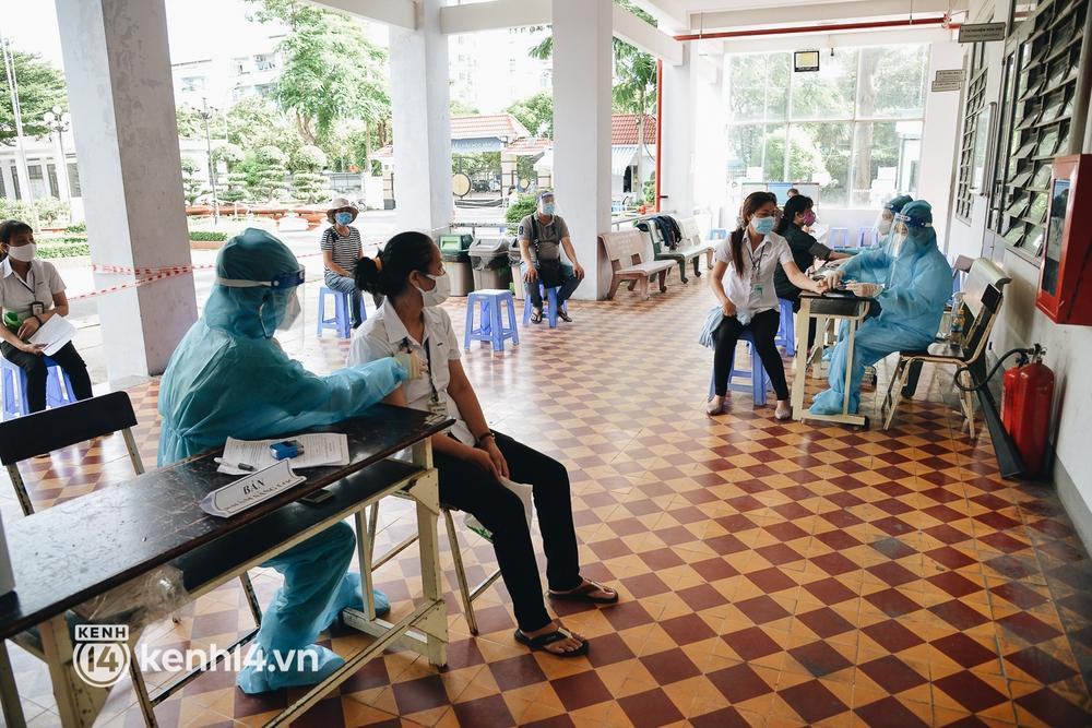 Thần tốc tiêm vaccine đại trà cho người dân ở TP.HCM  - Ảnh 5.