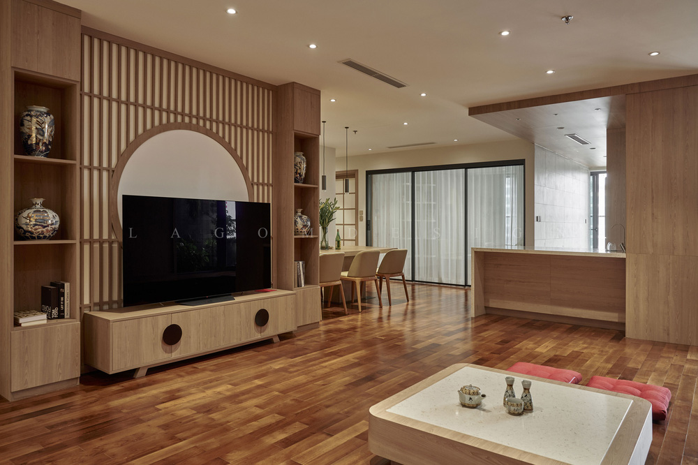 Căn hộ 130m2 lột xác với chi phí 1,1 tỷ đồng, chủ nhà đập hết tường ngăn để nhường diện tích cho phòng khách - Ảnh 3.
