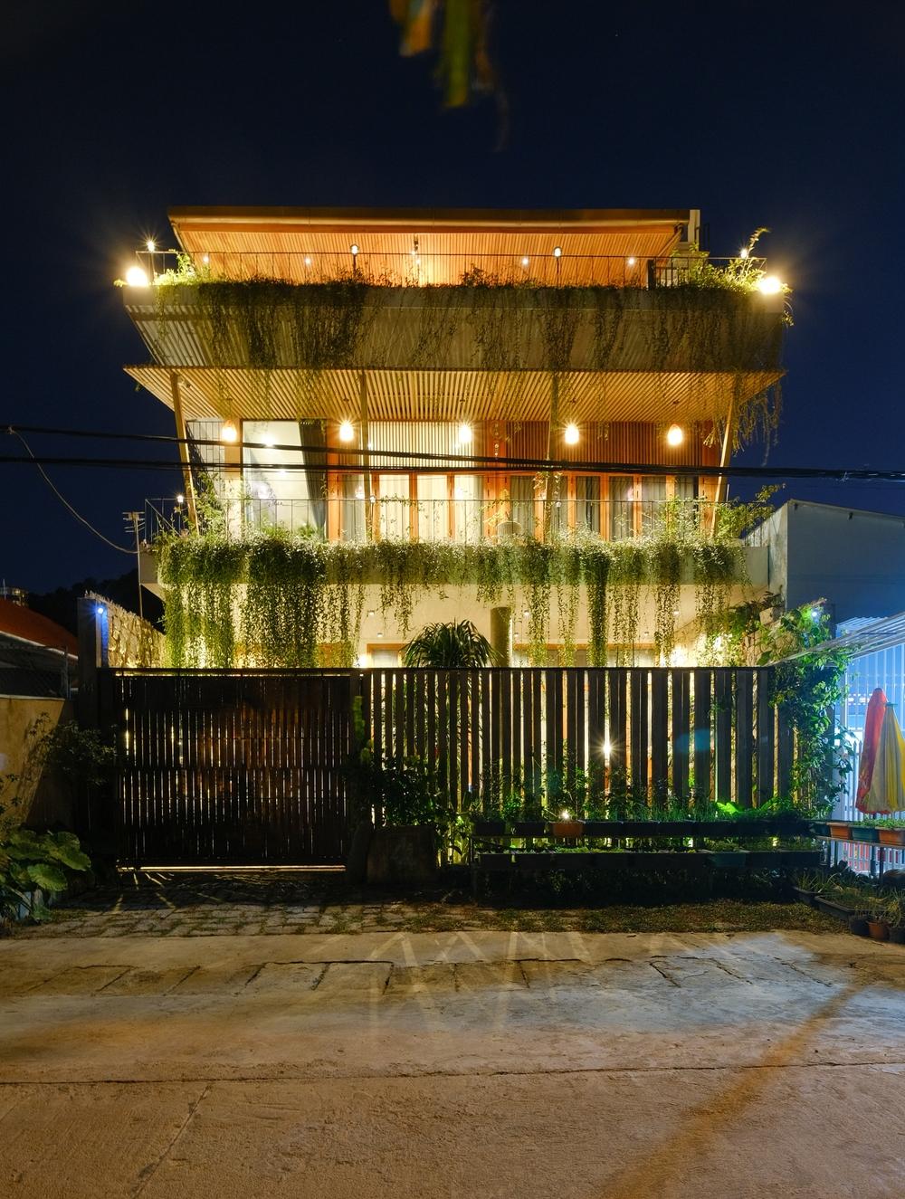 Nhà ven sông siêu chill với kiến trúc nhiệt đới, mê nhất là khu giếng trời xanh mát đến lịm người  - Ảnh 20.