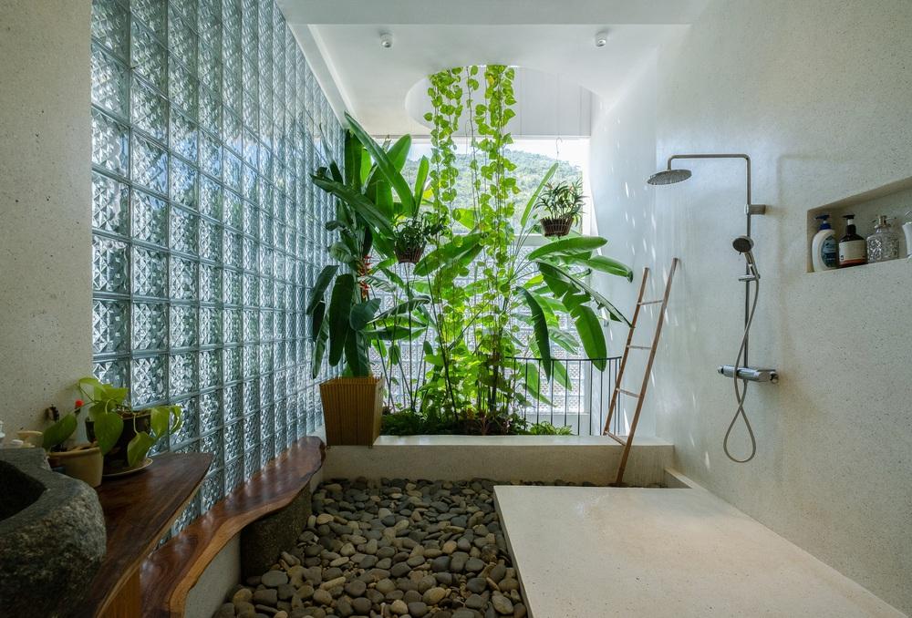 Nhà ven sông siêu chill với kiến trúc nhiệt đới, mê nhất là khu giếng trời xanh mát đến lịm người  - Ảnh 15.
