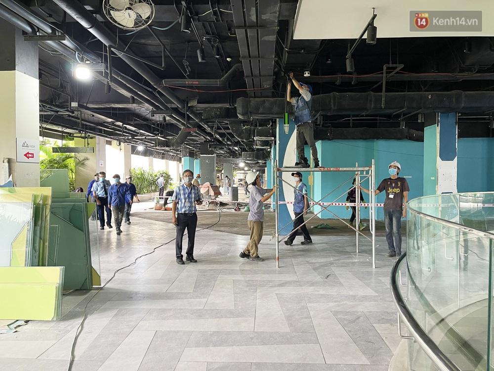 Toàn cảnh bên trong Thuận Kiều Plaza đang thi công chuyển đổi thành bệnh viện dã chiến 1.000 giường bệnh - Ảnh 6.