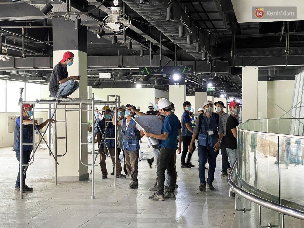 Toàn cảnh bên trong Thuận Kiều Plaza đang thi công chuyển đổi thành bệnh viện dã chiến 1.000 giường bệnh - Ảnh 5.