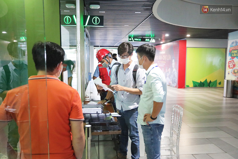 Toàn cảnh bên trong Thuận Kiều Plaza đang thi công chuyển đổi thành bệnh viện dã chiến 1.000 giường bệnh - Ảnh 12.