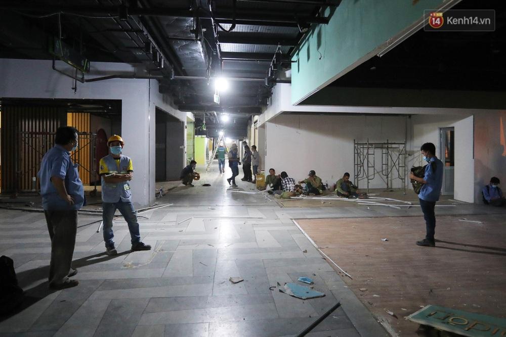 Toàn cảnh bên trong Thuận Kiều Plaza đang thi công chuyển đổi thành bệnh viện dã chiến 1.000 giường bệnh - Ảnh 9.