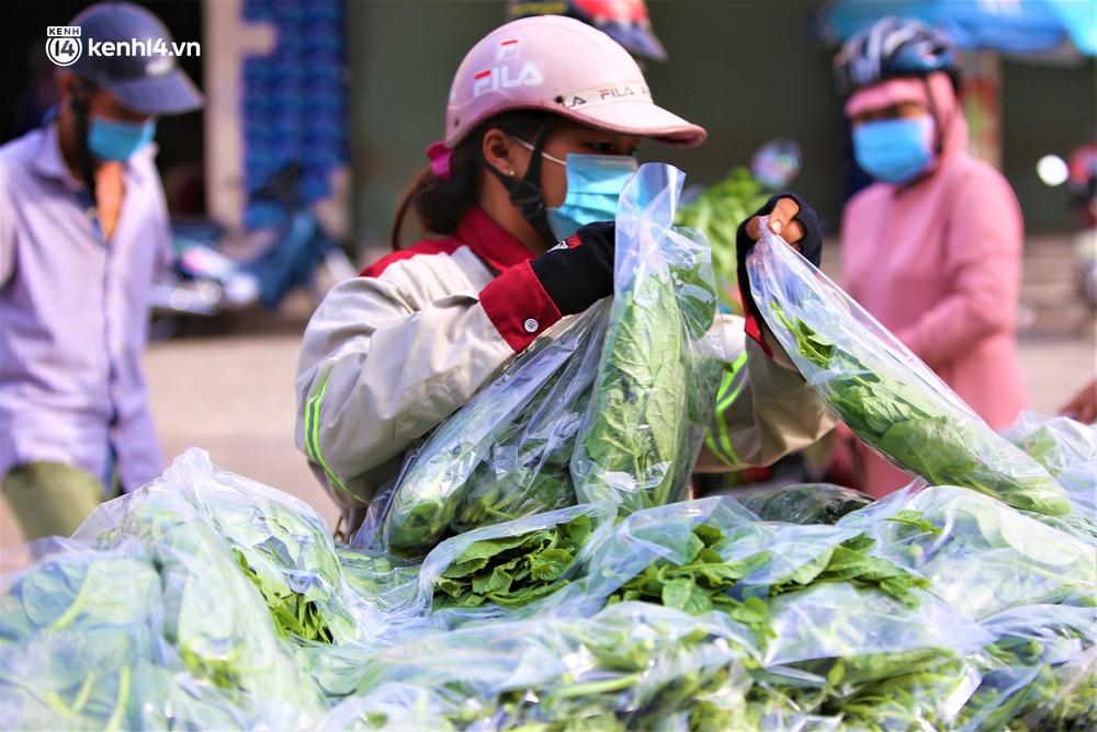 """Giữa cơn """"bão giá"""", anh nông dân mất 2 tay vẫn bán rau sạch siêu rẻ cho bà con Đà Nẵng: """"Đâu nhất thiết phải làm giàu trong dịch bệnh"""" - Ảnh 8."""