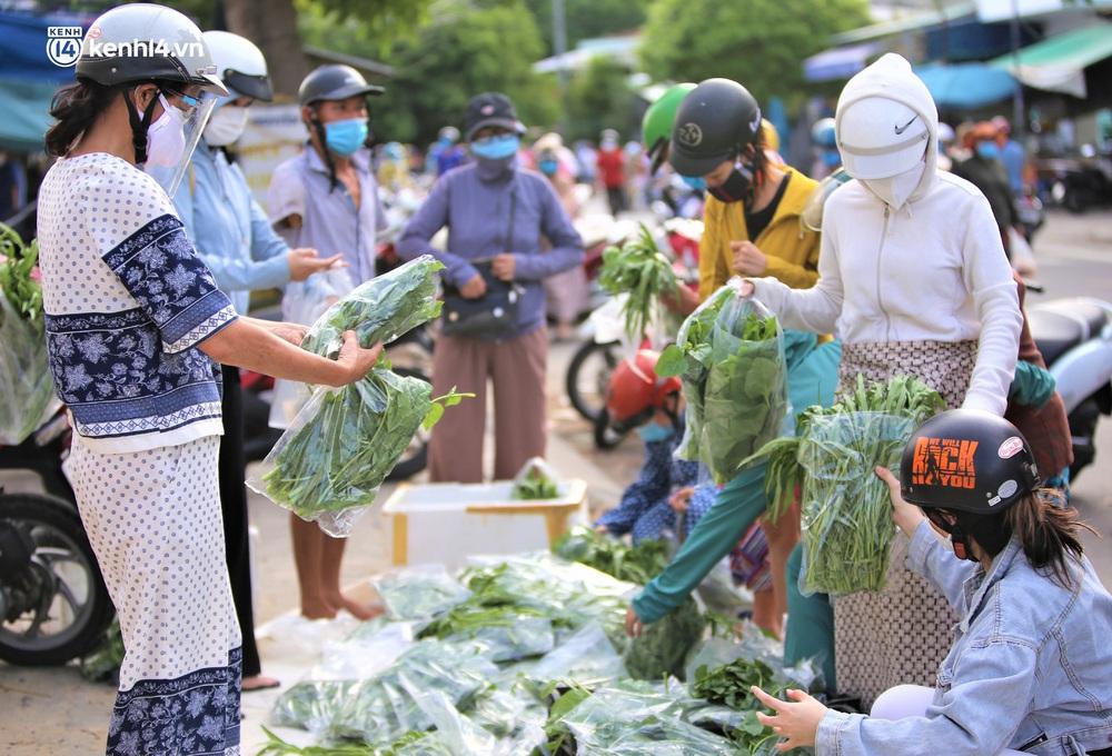 """Giữa cơn """"bão giá"""", anh nông dân mất 2 tay vẫn bán rau sạch siêu rẻ cho bà con Đà Nẵng: """"Đâu nhất thiết phải làm giàu trong dịch bệnh"""" - Ảnh 2."""