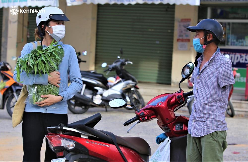 """Giữa cơn """"bão giá"""", anh nông dân mất 2 tay vẫn bán rau sạch siêu rẻ cho bà con Đà Nẵng: """"Đâu nhất thiết phải làm giàu trong dịch bệnh"""" - Ảnh 9."""
