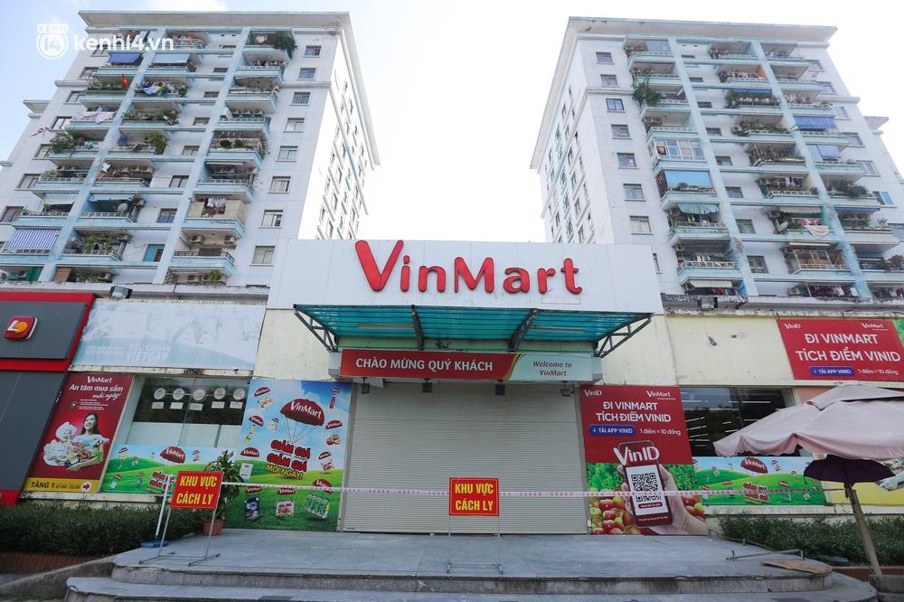 Hà Nội: Cận cảnh chuỗi siêu thị VinMart đóng cửa cài then do liên quan ca nhiễm Covid-19 tại Công ty Thanh Nga - Ảnh 8.