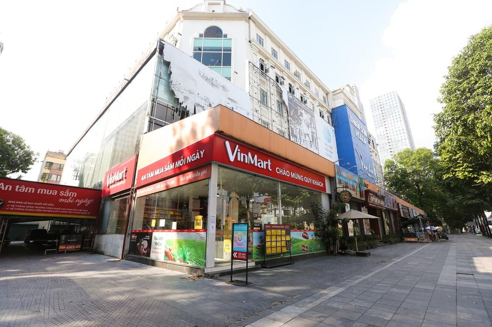 Hà Nội: Cận cảnh chuỗi siêu thị VinMart đóng cửa cài then do liên quan ca nhiễm Covid-19 tại Công ty Thanh Nga - Ảnh 10.