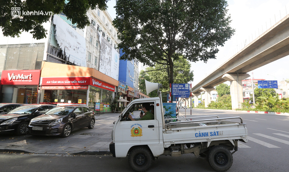 Hà Nội: Cận cảnh chuỗi siêu thị VinMart đóng cửa cài then do liên quan ca nhiễm Covid-19 tại Công ty Thanh Nga - Ảnh 11.