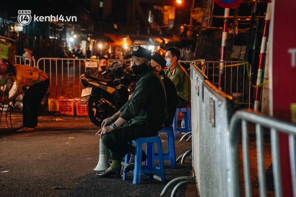 Hà Nội: Phong tỏa khu vực hải sản trong chợ Long Biên, tập trung truy vết liên quan ca Covid-19 từng đến đây - Ảnh 2.