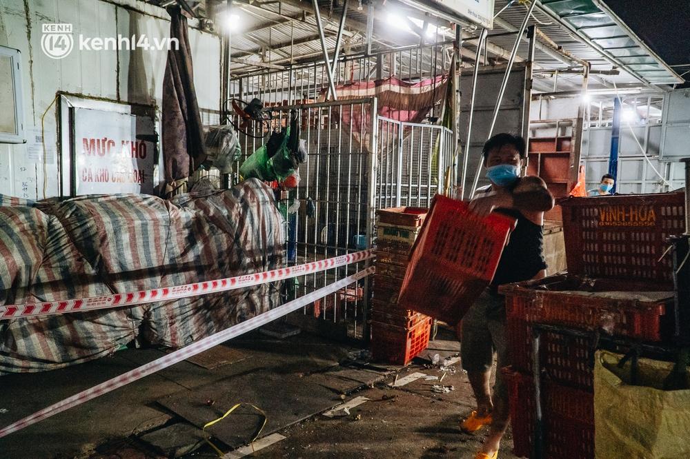 Hà Nội: Phong tỏa khu vực hải sản trong chợ Long Biên, tập trung truy vết liên quan ca Covid-19 từng đến đây - Ảnh 10.